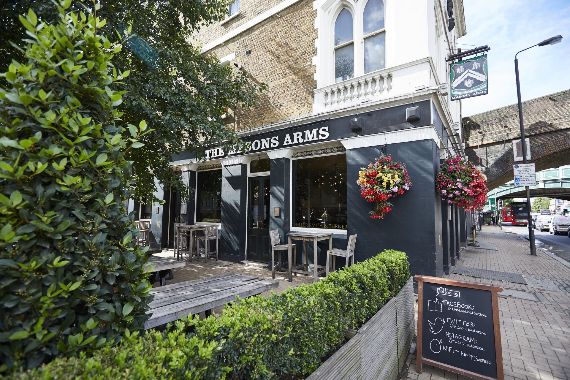 Awesome The Masons Arms Fullers Pub And Restaurant In Battersea Download Free Architecture Designs Scobabritishbridgeorg